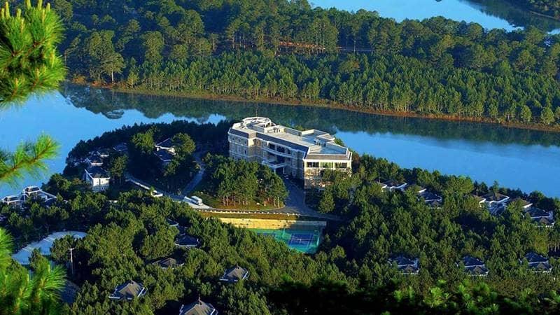 Khu nghỉ dưỡng Đà Lạt Edensse Lake tọa lạc cạnh hồ Tuyền Lâm. Nguồn: Internet