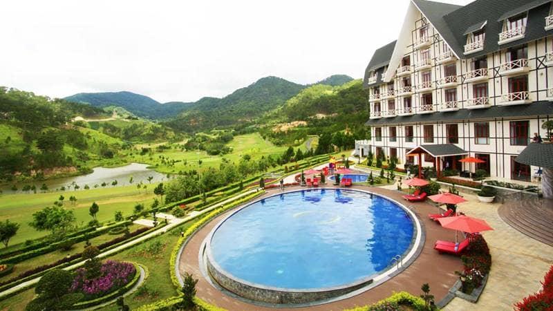 Resort sở hữu tầm nhìn bát ngát ra núi rừng. Nguồn: Internet