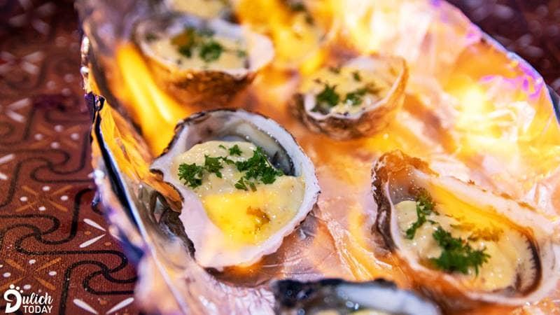 Hàu phô mai nướng rượu - món hải sản Đà Lạt nhất định phải thử khi bạn đến Kiếm Hiệp Làng Chài