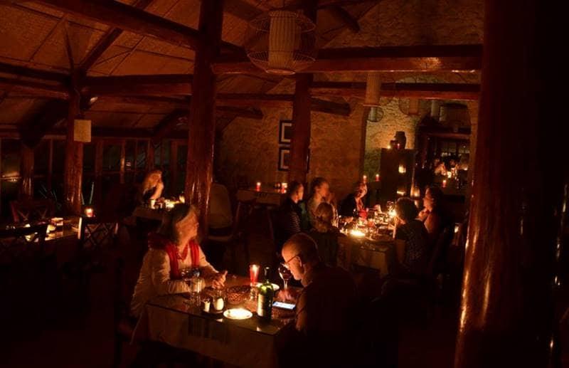 Tận hưởng bữa tối tuyệt vời cùng người thân tại nhà hàng của Topas resort