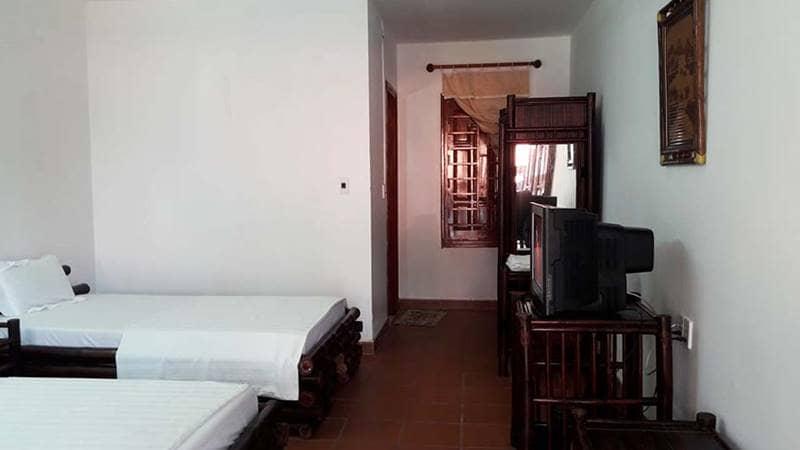 Phòng nghỉ tại resort thông thoáng với thiết kế đơn giản. Nguồn: Mai Quyền Resort