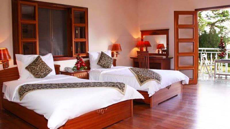 Phòng nghỉ ở resort với nội thất bằng gỗ rộng rãi, thoáng đãng. Nguồn: Inernet