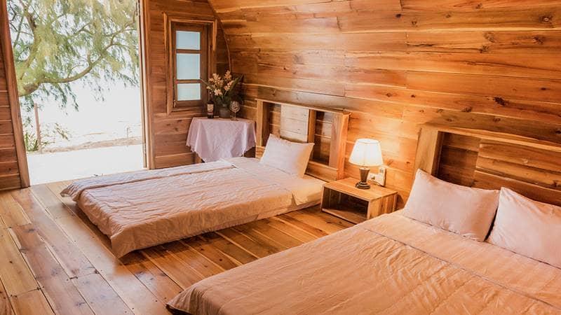Phòng nghỉ 2 giường 3 khách tại khu nghỉ dưỡng. Nguồn: Cotovillage
