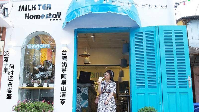 Phía ngoài quán trà sữa Qing Cha Milk Tea & Homestay - địa điểm mới ở Đà Lạt thu hút giới trẻ. Nguồn: Internet