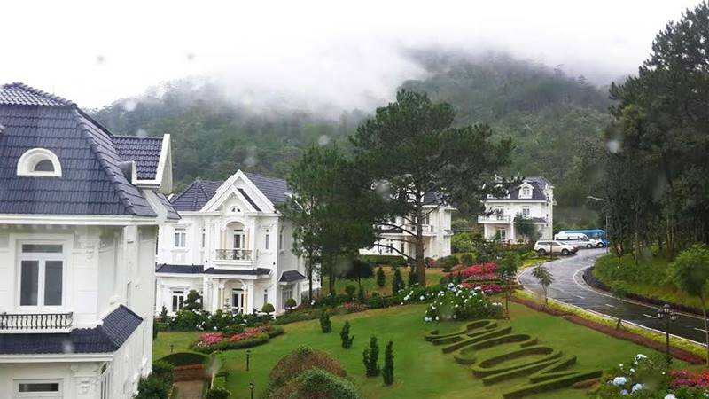 Sam Tuyền Lâm Resort bao gồm nhiều căn biệt thự kiểu Pháp. Nguồn: Internet