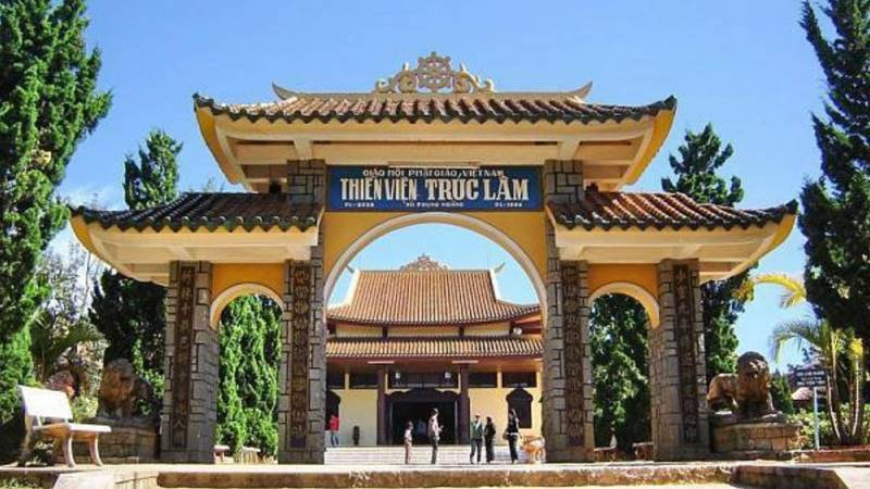 Cổng trước Thiền Viện Trúc Lâm Đà Lạt