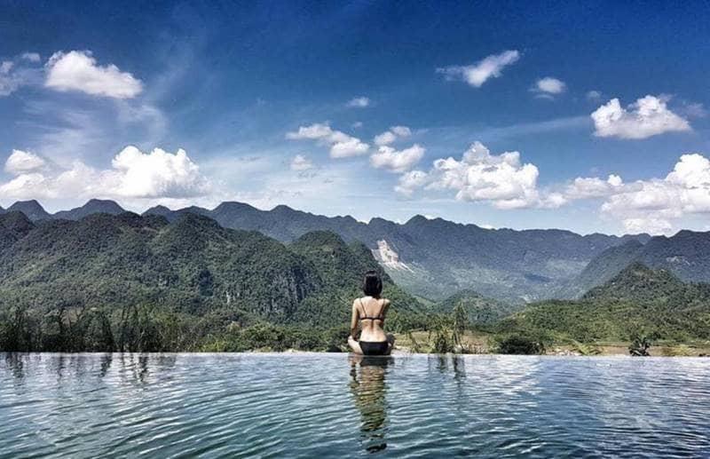 Thư giãn tại bể bơi của Topas Ecologe
