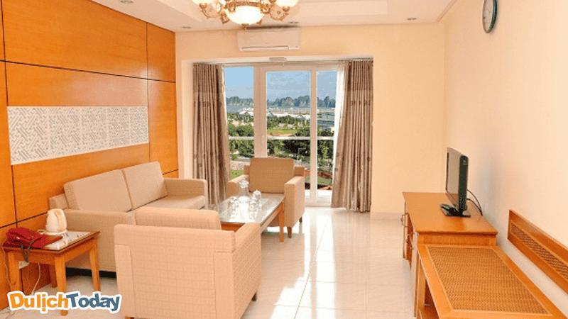 Phòng có view hướng vịnh tại nhà nghỉ Tuần Châu