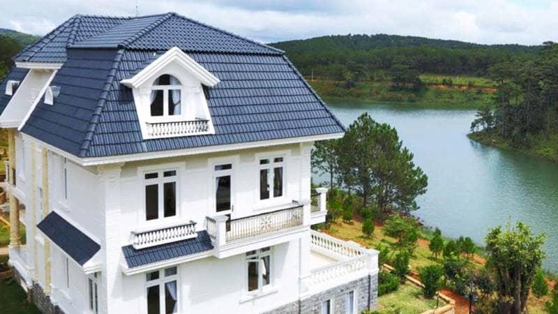 Đây là một trong những resort hồ Tuyền Lâm có view hồ rõ nhất với các biệt thự nằm ngay sát. Nguồn: Internet