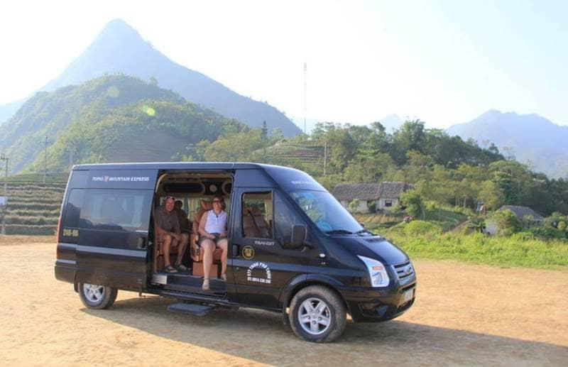 Xe bus đón khách di chuyển tới Topas Ecolodge resort Sapa