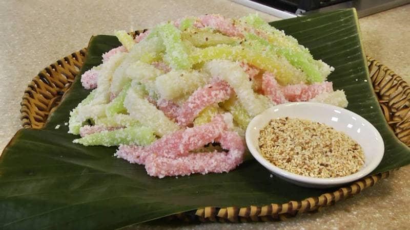 Bánh tằm khoai mỳ có màu sắc bắt mắt được làm từ màu tự nhiên của các loại lá tự nhiên. Nguồn: Internet