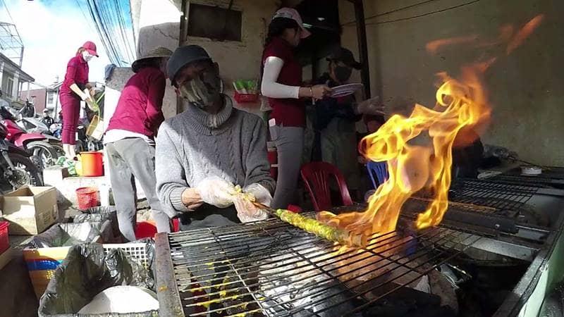 Bánh tráng nướng dì Đinh đã có thương hiệu tại Đà Lạt hơn 20 năm