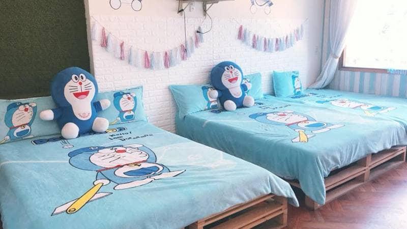 Phòng được trang trí bằng hình Doremon cực dễ thương