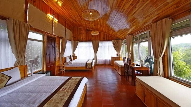 Phòng nghỉ cho gia đình tại resort rộng rãi và thông thoáng với các ô cửa sổ lớn bao quanh. Nguồn: Internet
