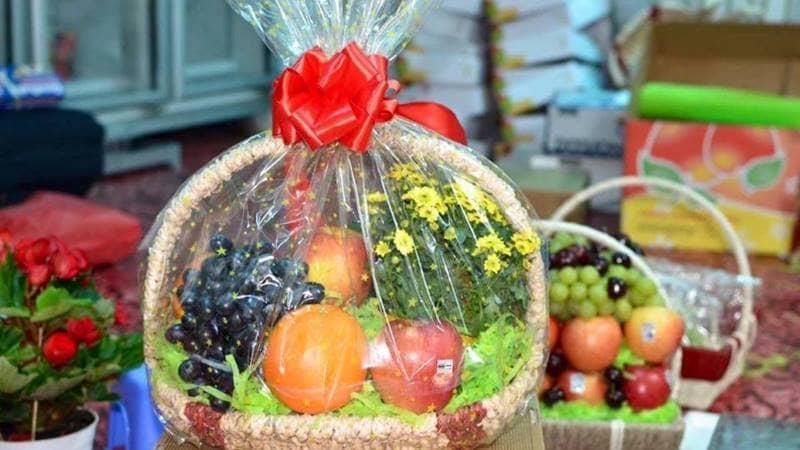 Lựa chọn các giỏ quà tết bằng trái cây tại Thế Giới Hoa Quả Sạch