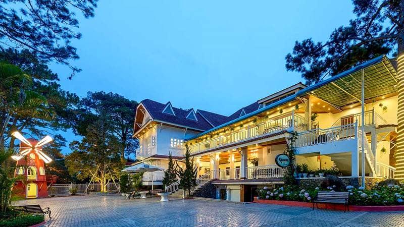 Monet Garden Villa Resort Đà Lạt lung linh về đêm. Nguồn: Internet