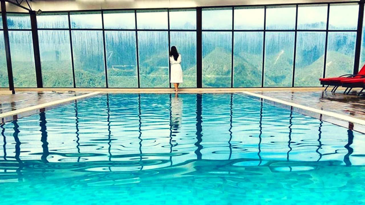 bể bơi nước nóng rooftop ấm áp với view khá đẹp tại Amazing hotel sapa