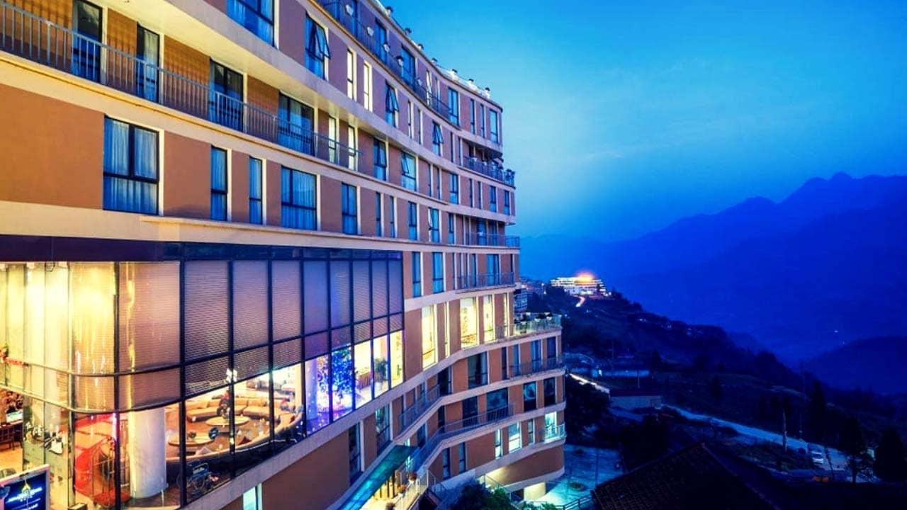 Khách sạn Amazing Sapa có vị trí thuận tiện cho khách tham quan có thể mua sắm và di chuyển đến các địa điểm tham quan, ăn uống ở thị trấn.