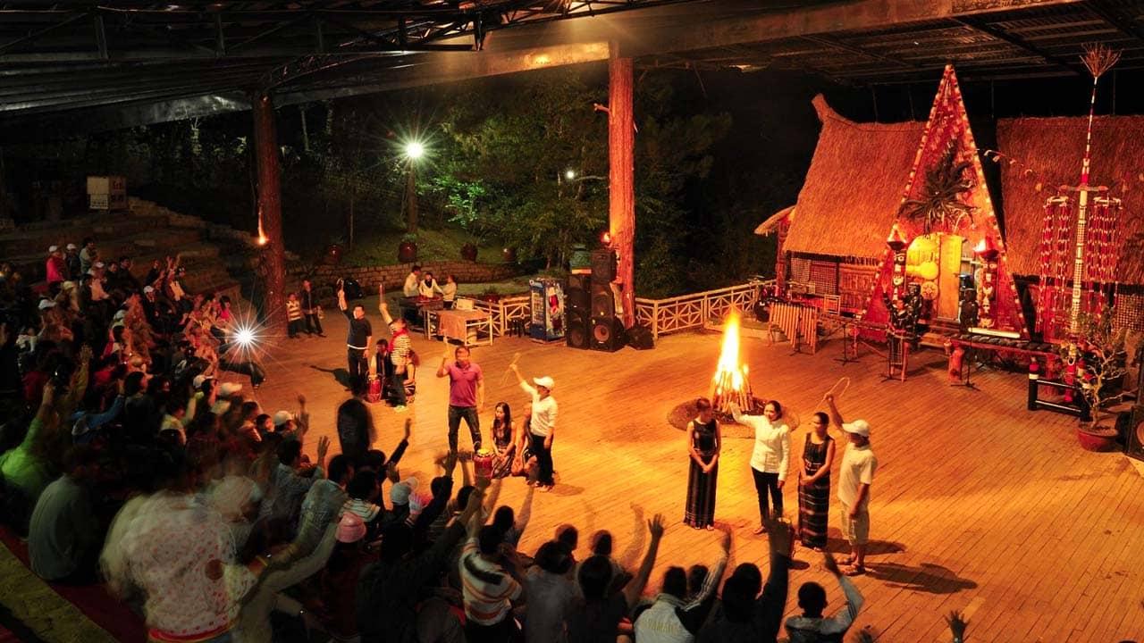 Show trình diễn của người dân tộc K'Ho diễn ra mỗi buổi tối. Nguồn: Internet