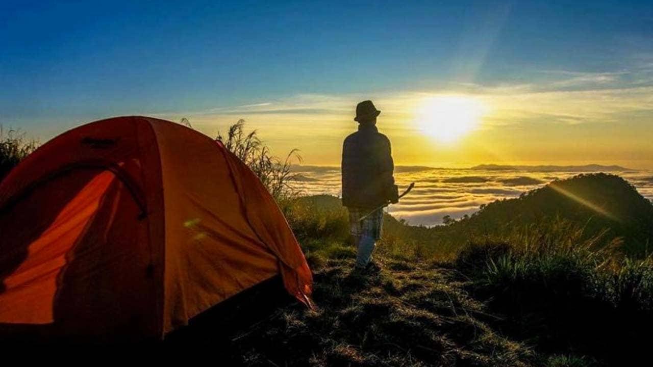 Cắm trại qua đêm trên các ngọn đồi để ngắm Đà Lạt về đêm. Nguồn: Internet