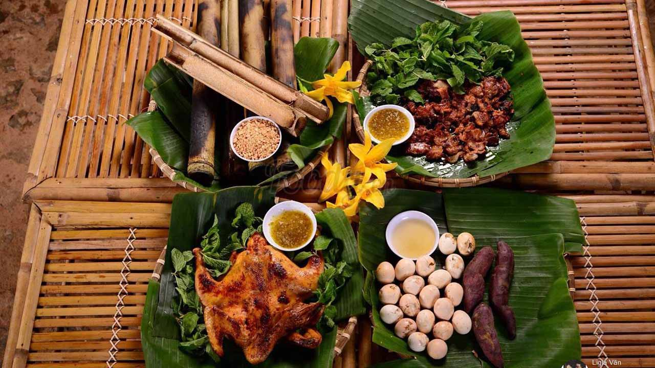 Thực đơn của nhà hàng có nhiều món ăn hấp dẫn như cơm lam, gà nướng, heo rừng, trứng nướng, bắp nướng…