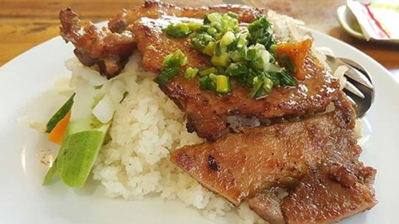 Suất cơm tấm Đà Lạt quán Thủy với rất nhiều thịt. Nguồn: Foody