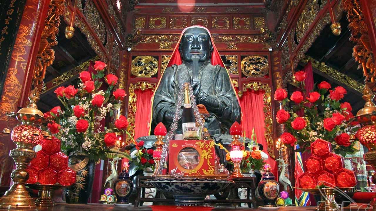 Tượng thánh Huyền Thiên Trấn Vũ tại đền Quán Thánh