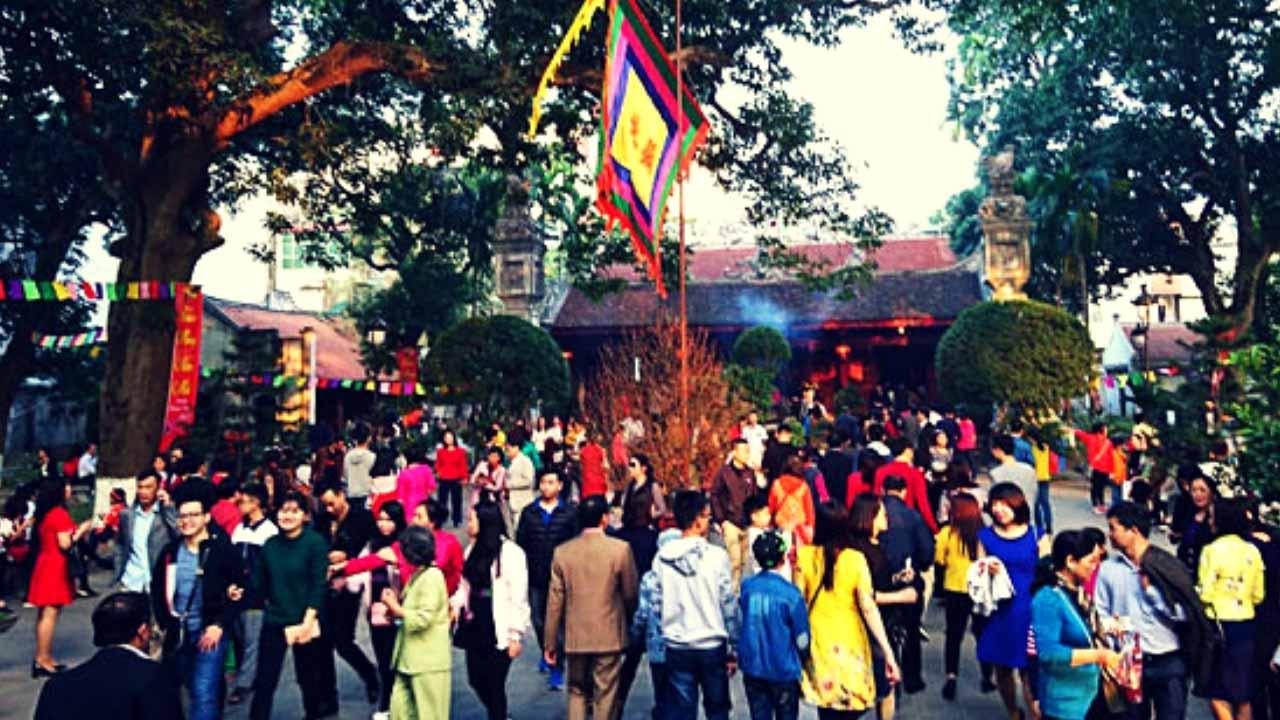 Đền Quán Thánh ngày lễ hội