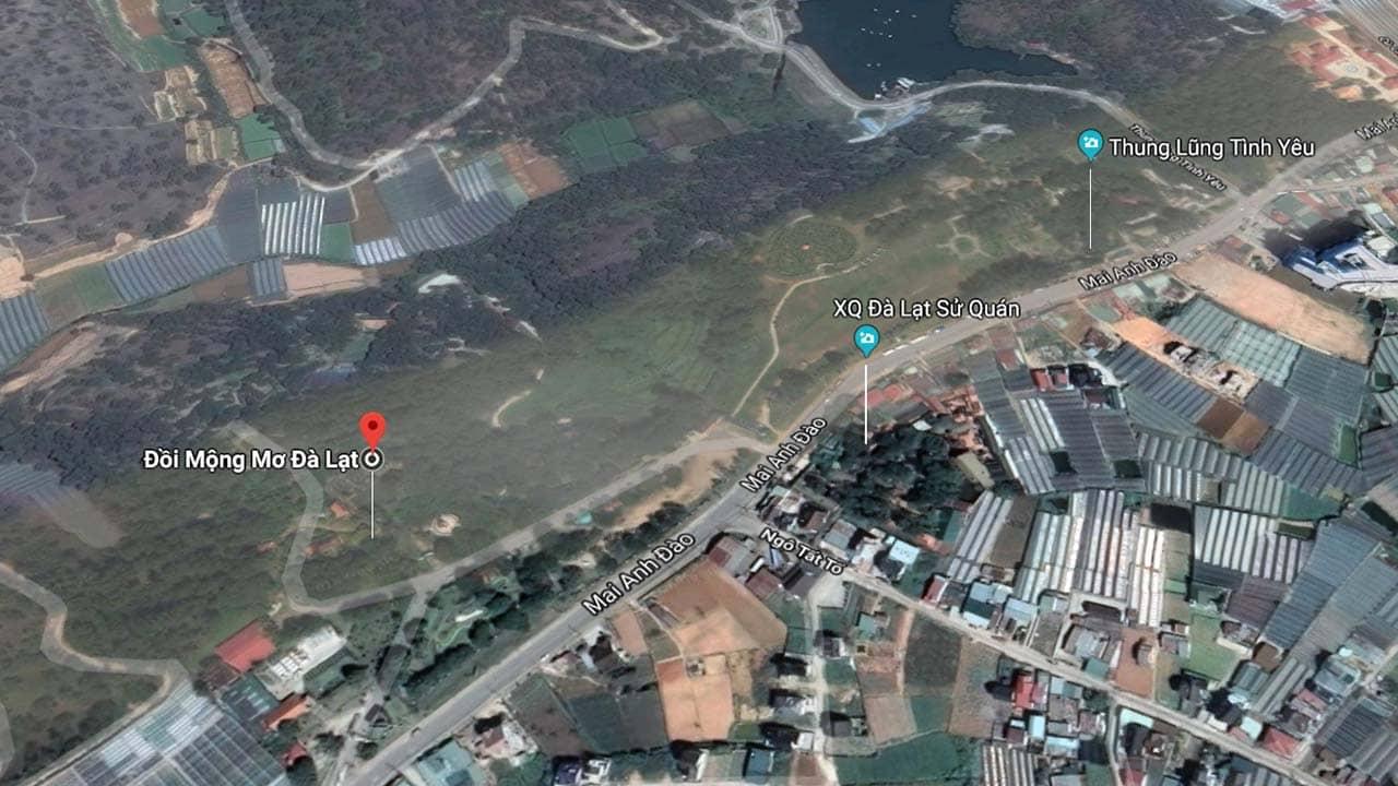 Đồi Mộng Mơ Đà Lạt nằm bên cạnh khu du lịch Thung Lũng Tình Yêu