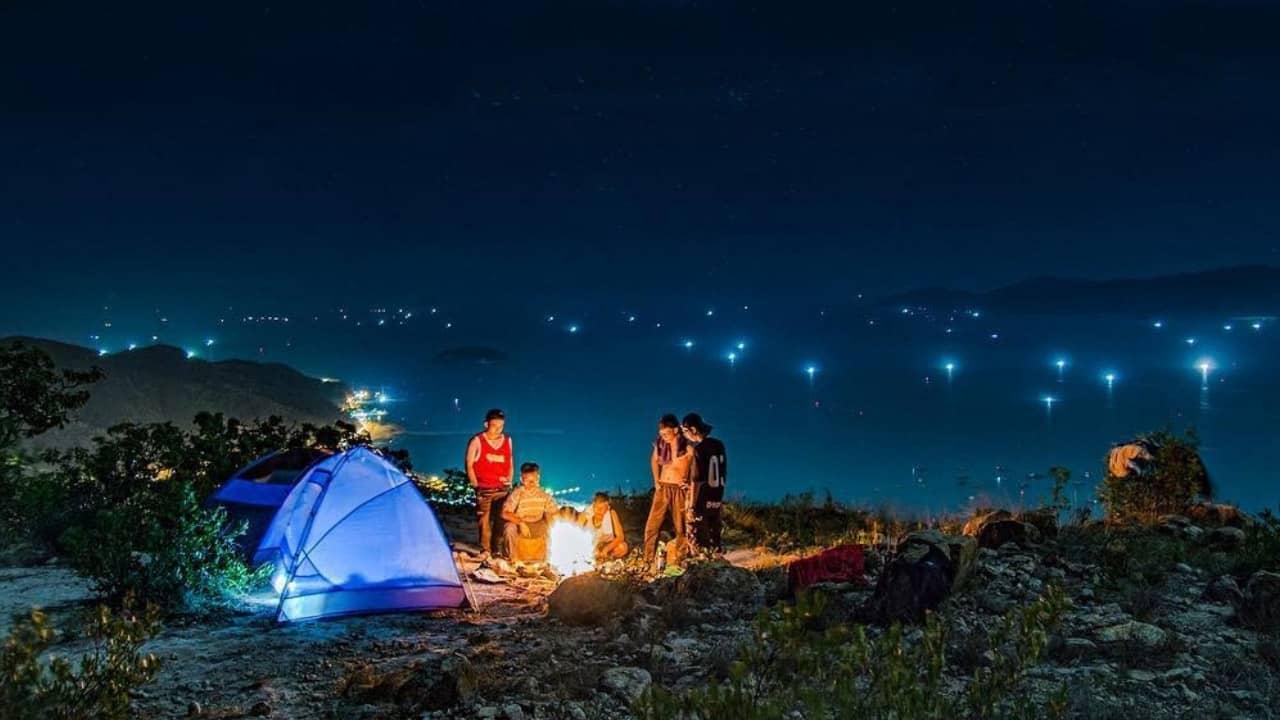 Cắm trại qua đêm trên đỉnh Langbiang