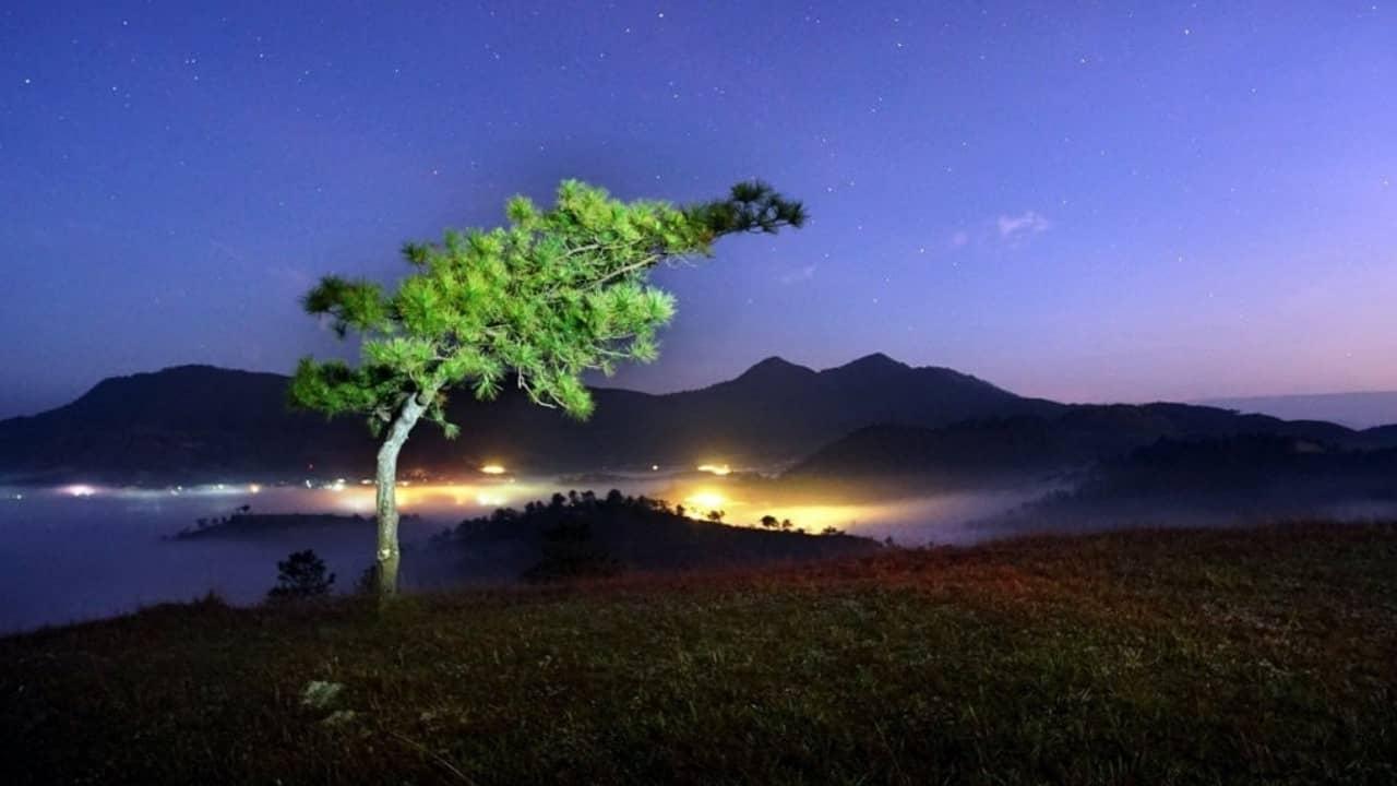 Đêm xuống trên đồi Thiên Phúc Đức