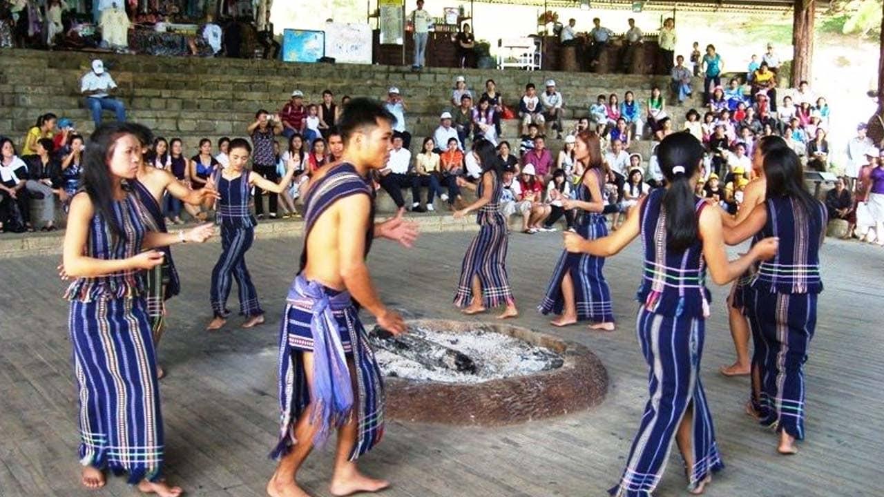Biểu diễn cồng chiêng tại đồi Mộng Mơ Đà Lạt. Nguồn: Internet