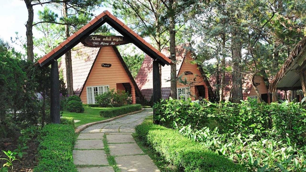 Đồi Mộng Mơ Resort là khu nhà nghỉ dưỡng dành cho du khách. Nguồn: Internet