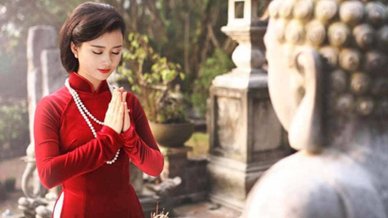 Trang phục khi lên chùa ngày đầu năm