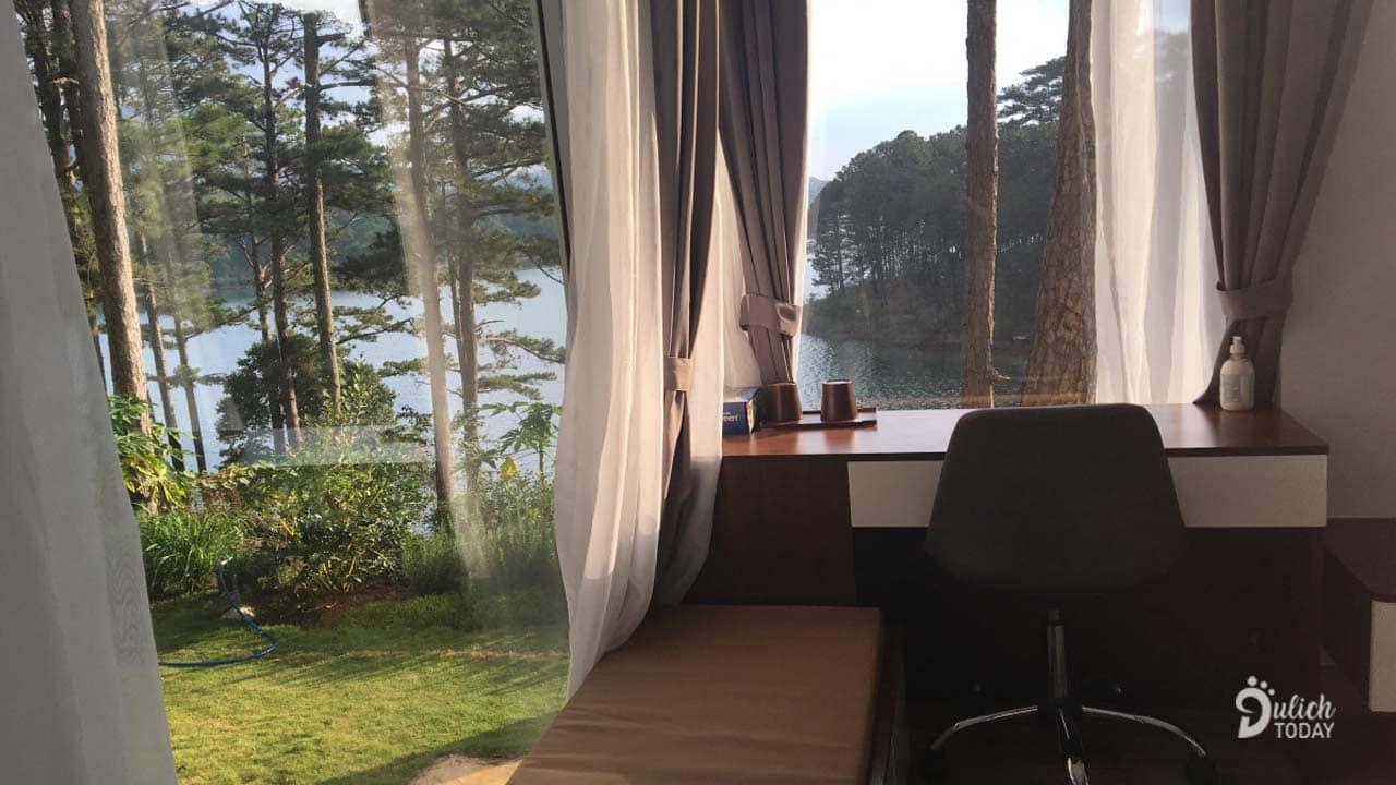 View hồ Tuyền Lâm từ phòng của Stayconcept
