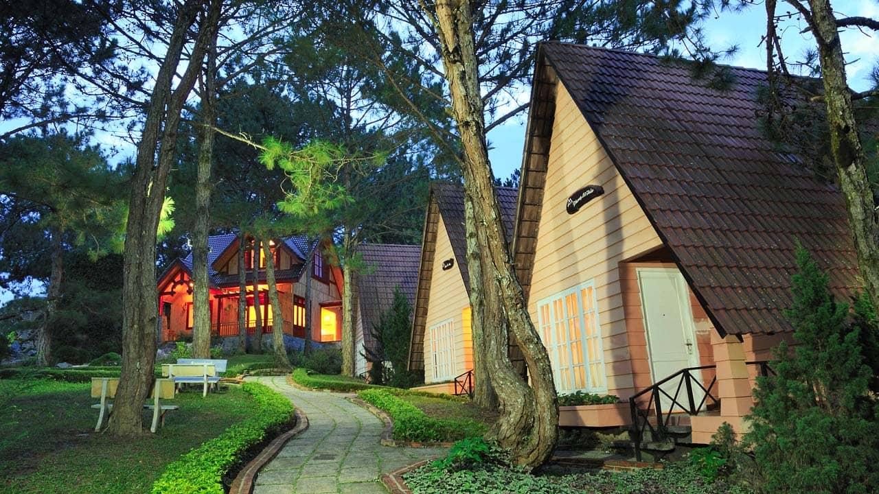 Những căn bungalow đồi Mộng Mơ có thiết kế nhỏ xinh, ấm cúng. Nguồn: Internet