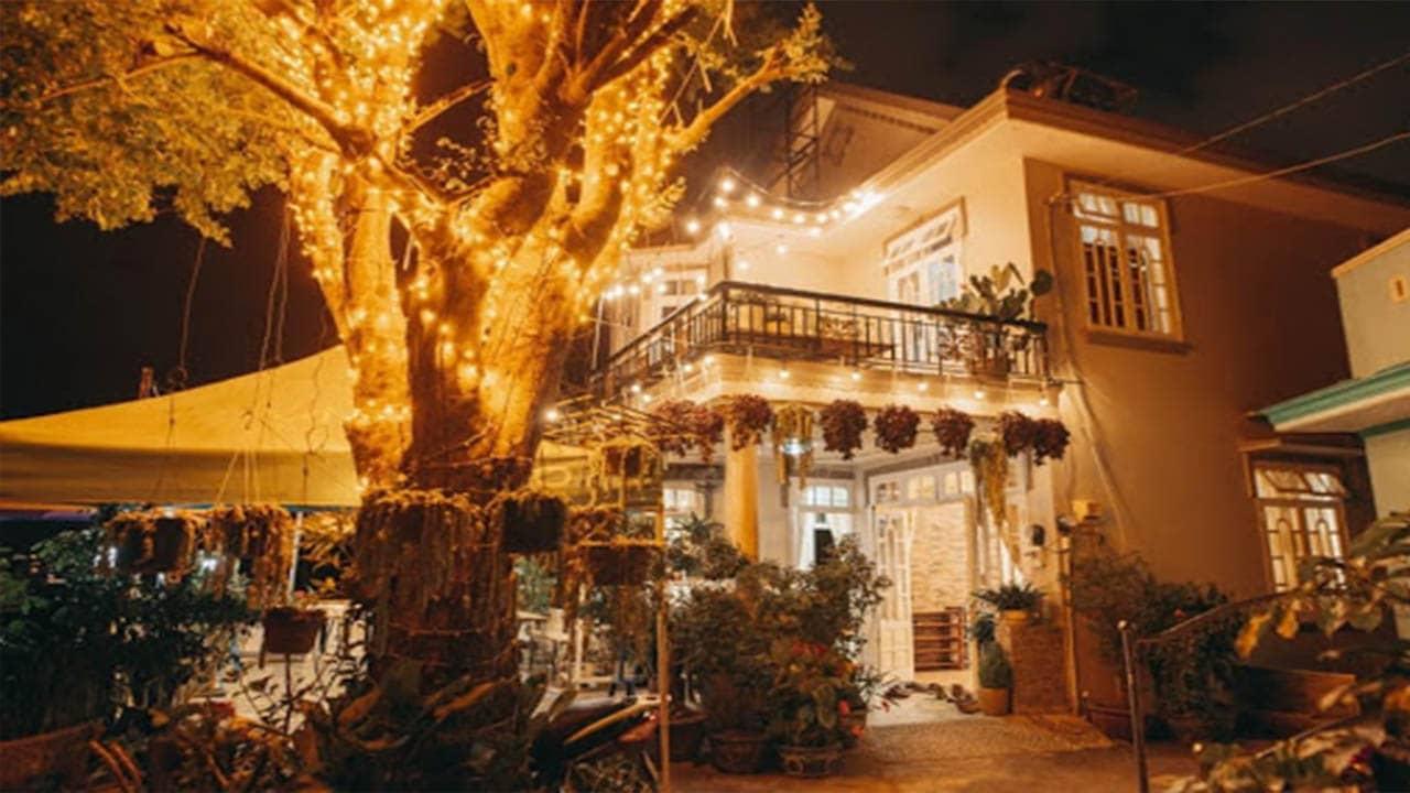 homestay có khu sân vườn rộng rãi trang trí cực xinh thích hợp có các bữa tiệc BBQ vào buổi tối