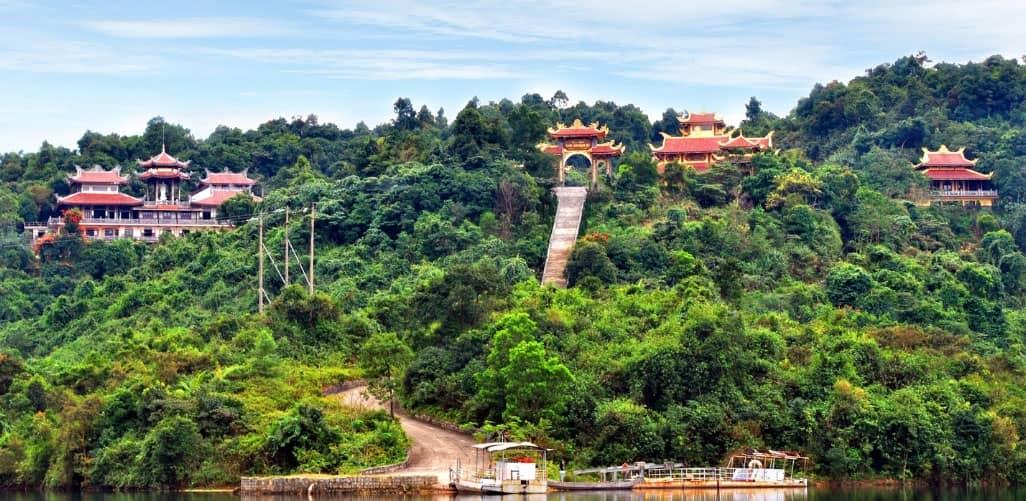 Quang cảnh thiền viện Trúc Lâm nhìn từ xa