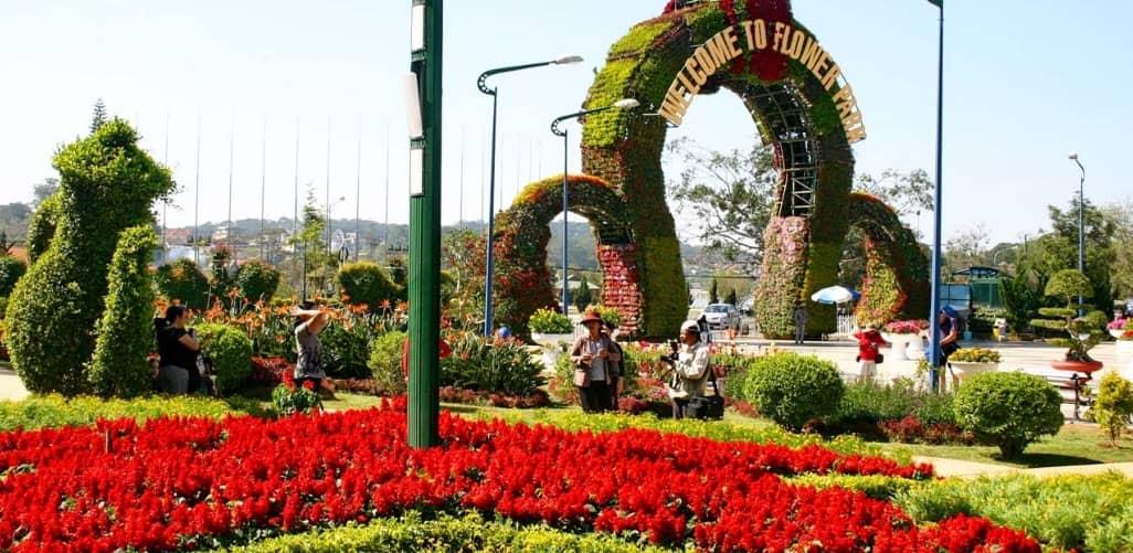Vườn hoa thành phố được tạo hình thành nhiều hình dáng đẹp đẽ