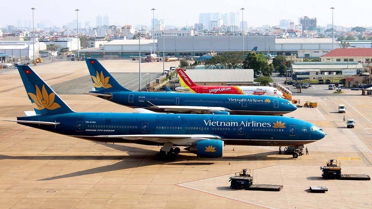 Máy bay là phương tiện chủ yếu dành cho du khách từ TP.HCM di chuyển tới Hạ Long. Nguồn: Internet