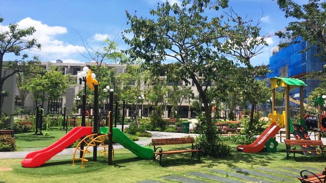 Sân chơi lớn cho trẻ nhỏ bên trong khu villa. Nguồn: Internet