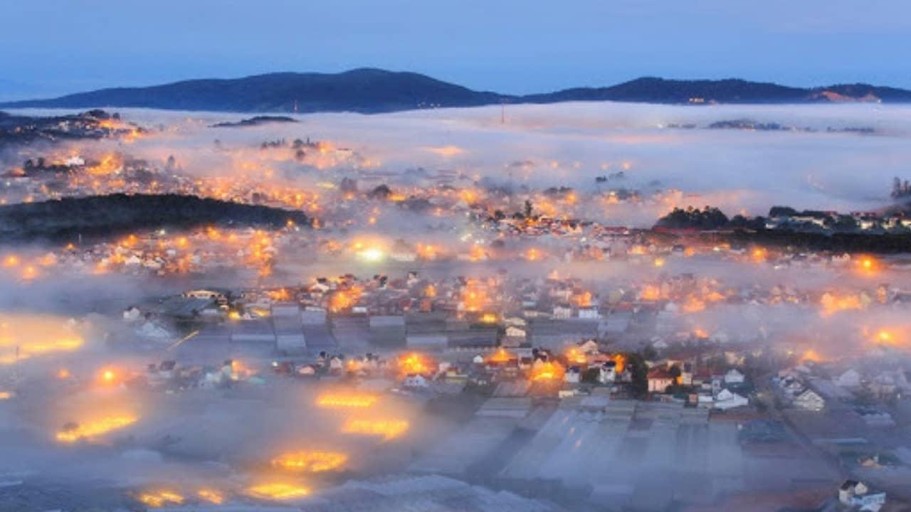 Mây và sương mù ở Đà Lạt xuống nhiều vào chiều tối