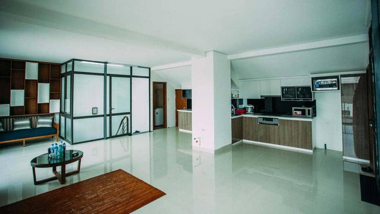 Phòng khách rộng rãi của Sunshine Villa Hạ Long. Nguồn: Internet