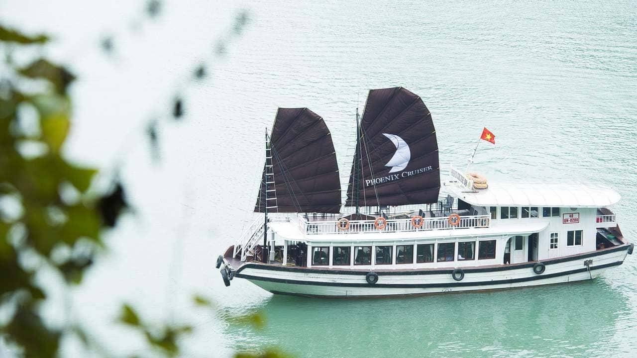 Tour Hạ Long 2 ngày 1 đêm trên du thuyền cao cấp. Nguồn: Internet