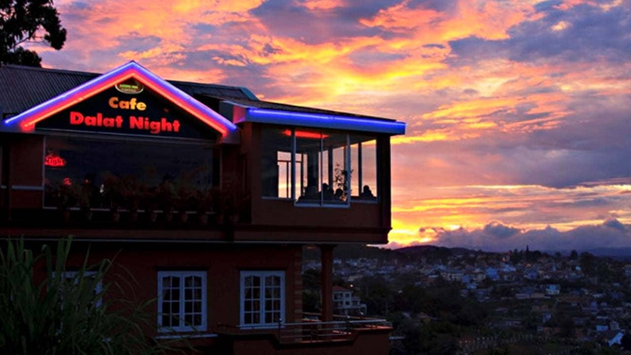 Đà Lạt Nights Coffee là quán cà phê sở hữu view ngắm Đà Lạt về đêm đẹp nhất. Nguồn: Internet