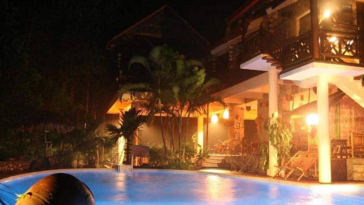 Vịt Cổ Xanh resort Hòa Bình