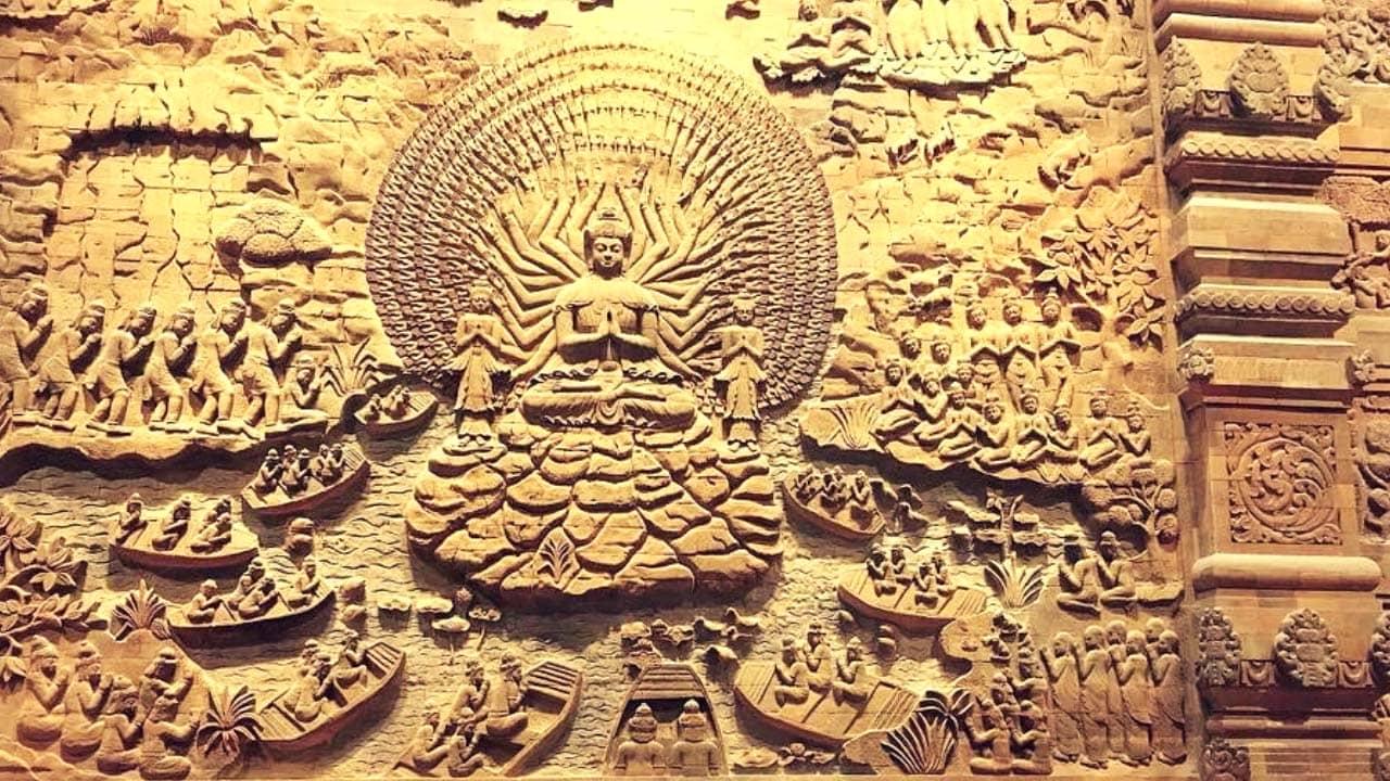 Bức tranh đá miêu tả các sự tích của Đức Phật tại chùa Tam Chúc