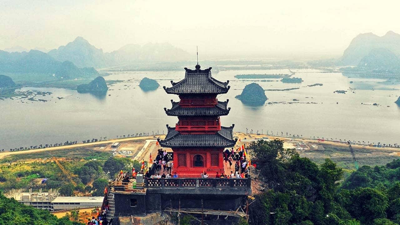 """Chùa Tam Chúc nhìn từ trên cao chẳng khác nào """"Vịnh Hạ Long"""" trên cạn của Hà Nam"""