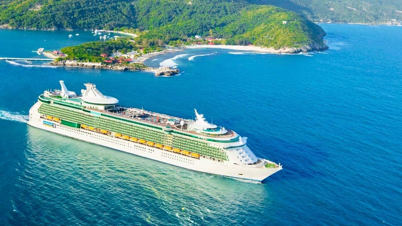 Cruise hay còn gọi là du thuyền là một hình thức du lịch trên biển. Nguồn: Internet