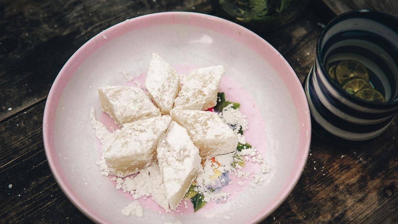Đây là loại bánh đặc biệt được dùng để thiết đãi khách trong các bữa tiệc, lễ Tết, cưới hỏi